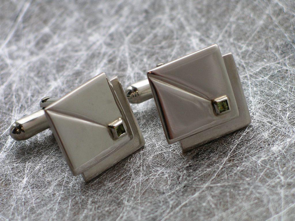 Manschettknappar i silver med peridoter. Specialbeställning till ett bröllop.