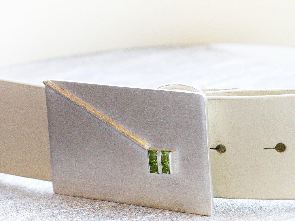 Bältesspänne i silver med peridoter. Specialbeställning till ett bröllop.