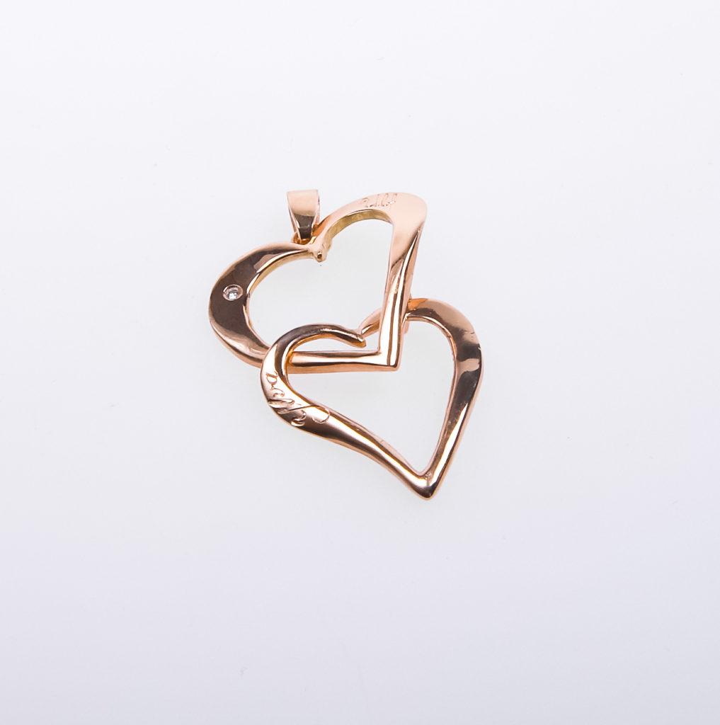 Guldhjärtan Berlock med två hjärtan i 18K med gravyr och briljant.
